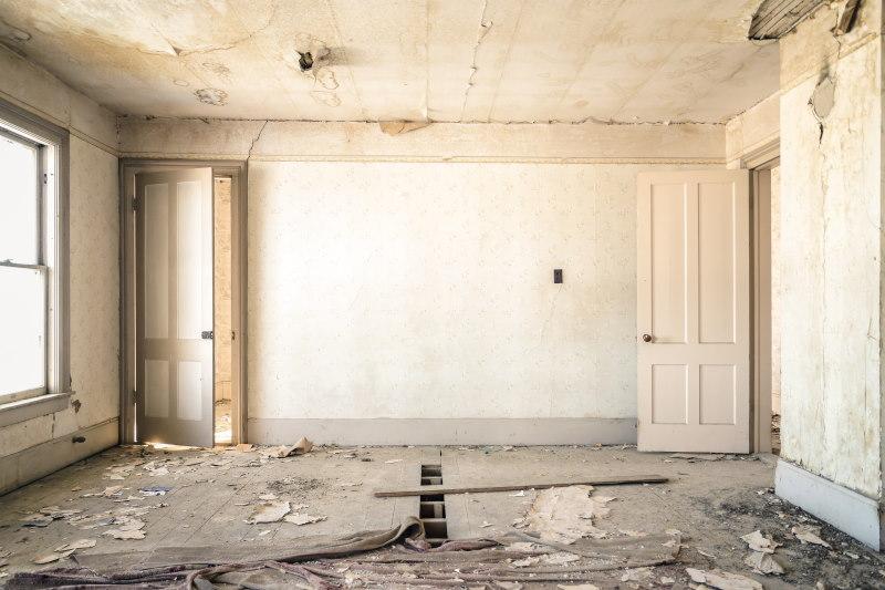 δωμάτιο που χρειάζεται ανακαίνιση