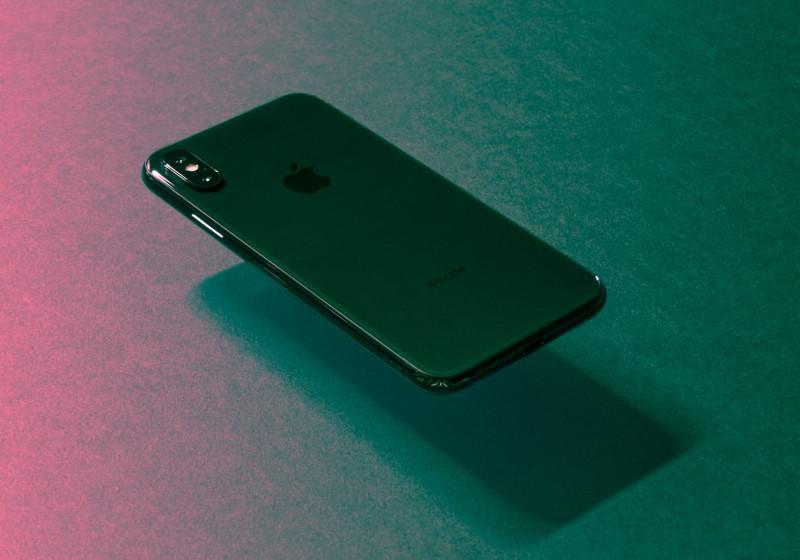 Κινητό iPhone που αιωρείται
