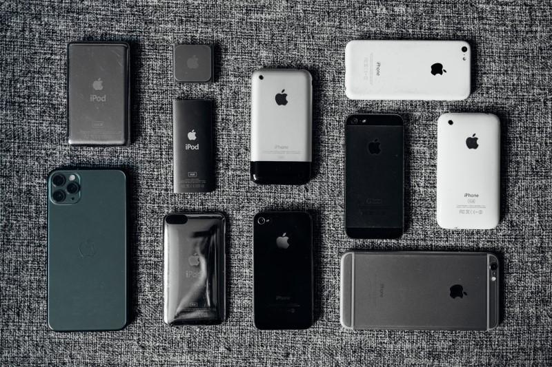 Νέα και παλιά μοντέλα συσκευών iPhone